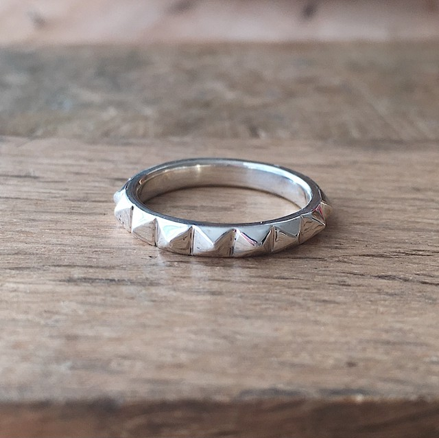 Studs ring}