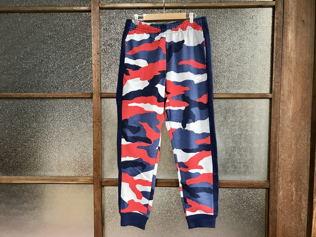 NIKE CLUB SWEAT PANTS (MULTI CAMO)