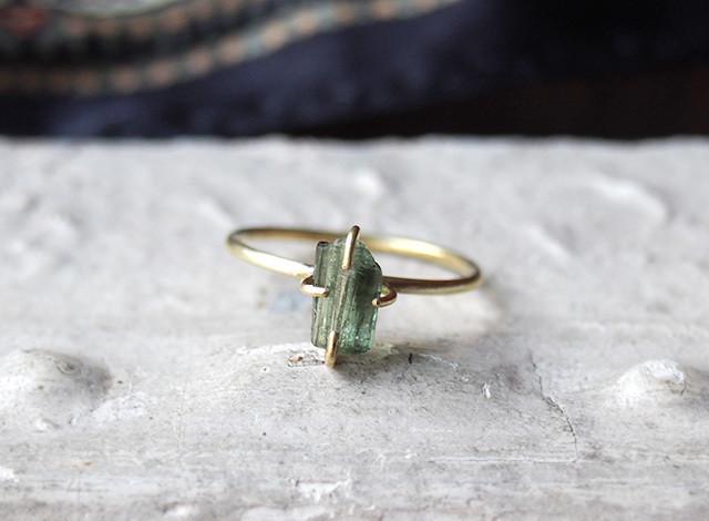 U様オーダー 原石のグリーントルマリン・グレーパールのリング
