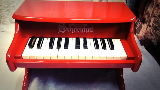 〔中古〕シェーンハット トイピアノ 赤 25鍵盤(やや不調)