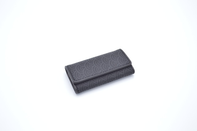 キーケース 黒/黒 青海波柄
