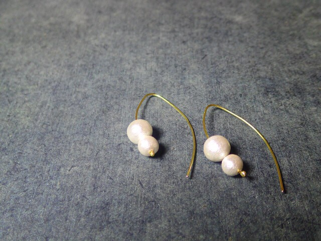 two cotton pearls earrings offwhite color