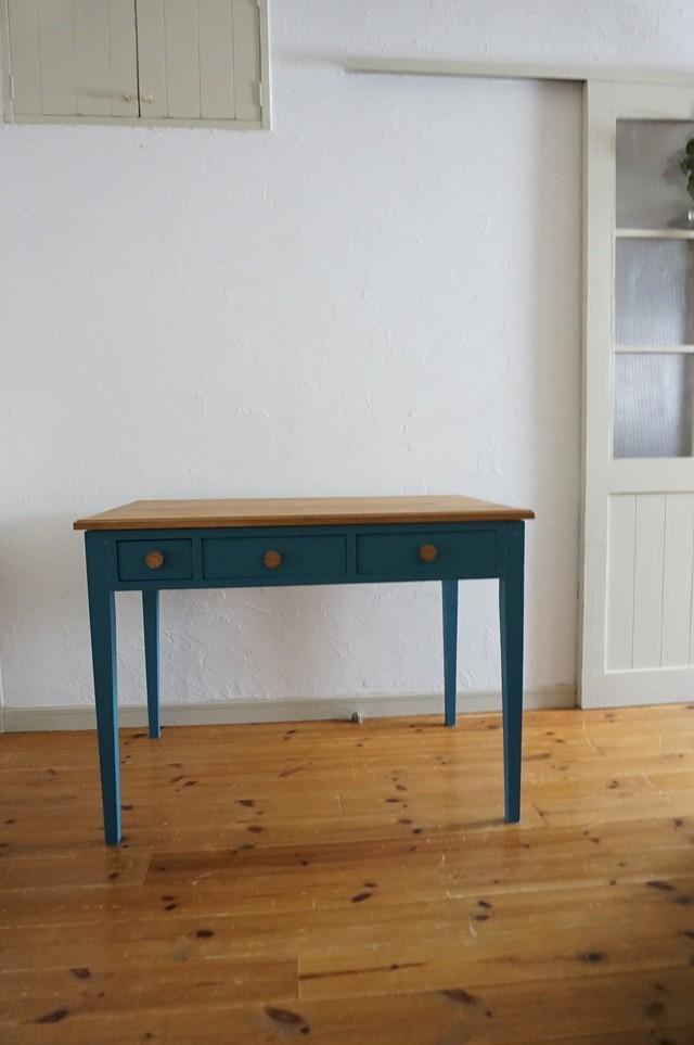 手作りの北欧色の机(青)