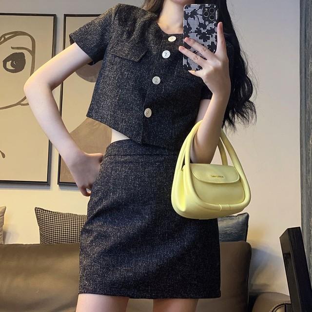 セットアップ クロップシャツ + スカート 韓国ファッション レディース 2点セット 半袖 ミニスカート ハイウエスト 大人可愛い ガーリー / Top + high waist skirt two piece (DTC-646757085109)