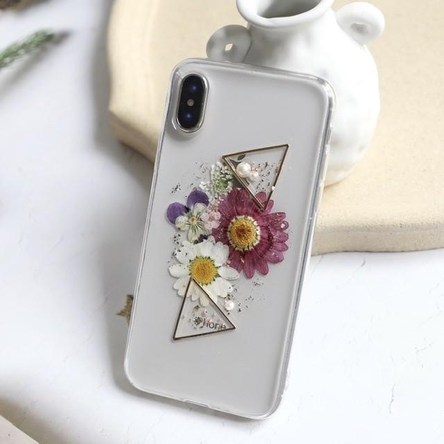 フェミニンな雰囲気が漂う紫菊で作ったお花畑ハンドメイドスマホケース *c00330