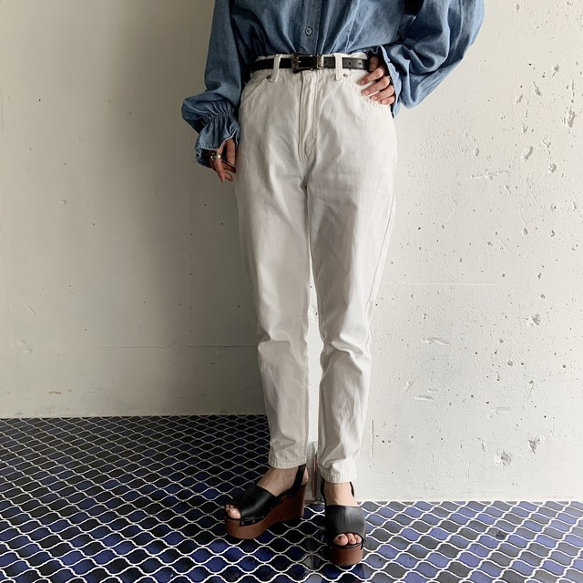 """Levi's"" white tapered bottom"