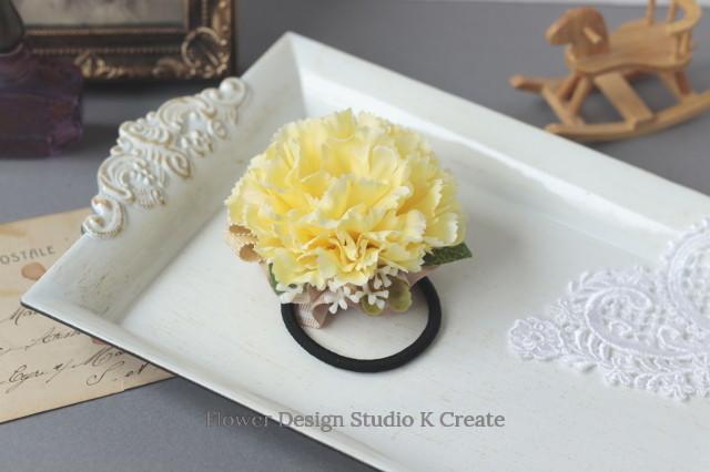 黄色いカーネーションのヘアゴム お花 ヘアゴム 髪飾り イエロー プレゼント ヘアアクセサリー