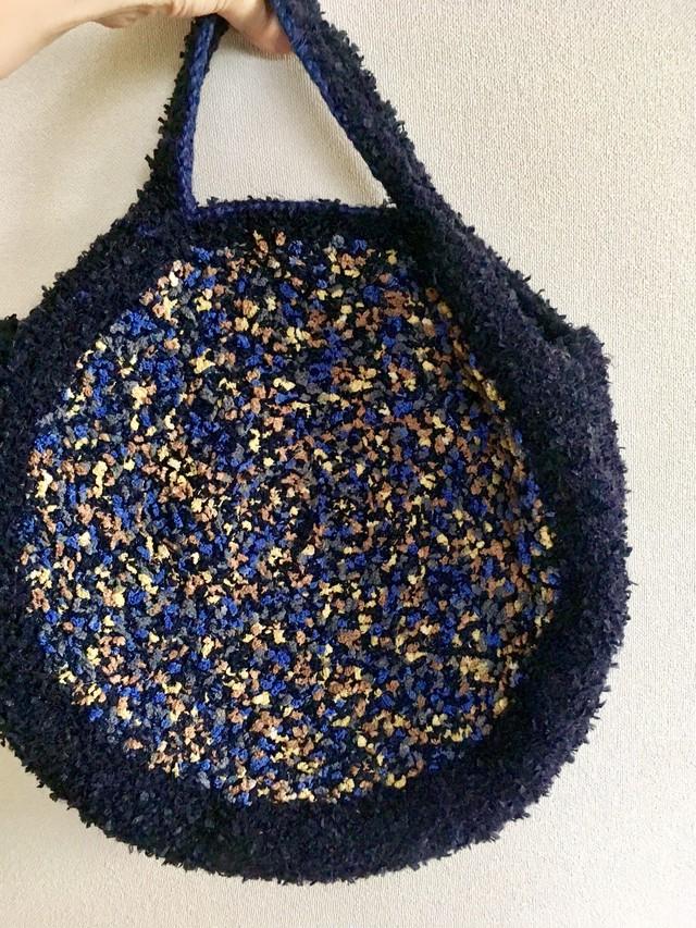 ブルー系のお色が涼しげなたくさんの糸のグルグルBAG
