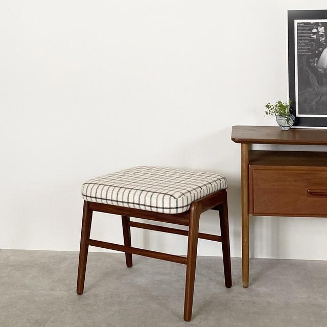 Foot stool / CH041