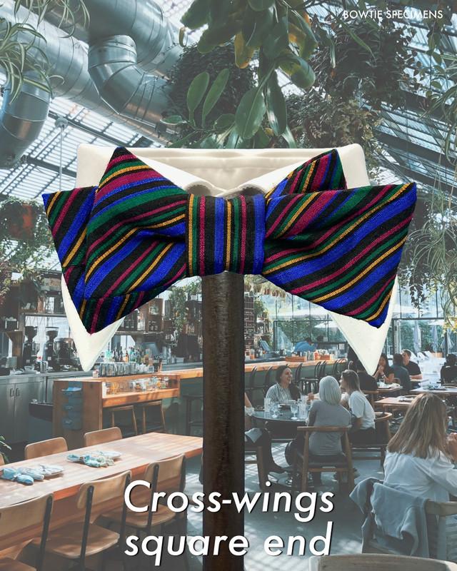 復刻版 クロスウィングス・スクエアエンド (マルチカラー/ストライプ) 作り結び型〈蝶ネクタイ メンズ おしゃれ 派手 カラフル〉