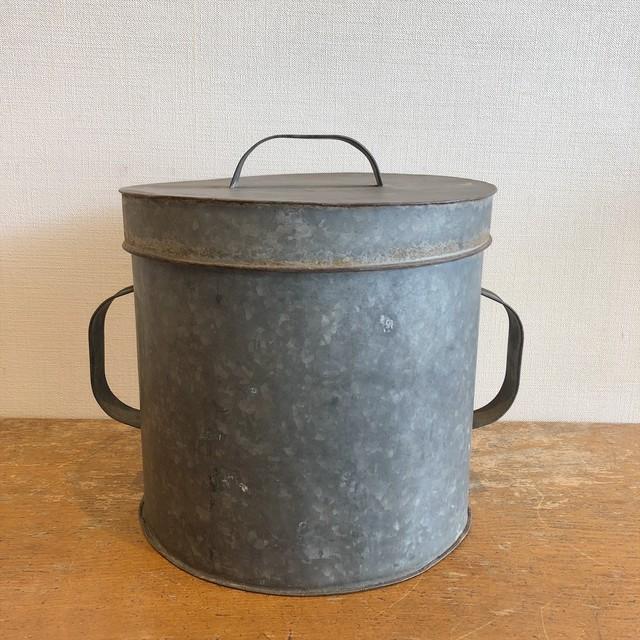 古い蓋付トタン缶(L)