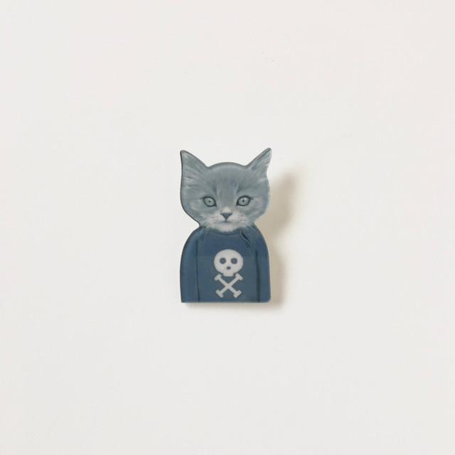 猫のバッジ