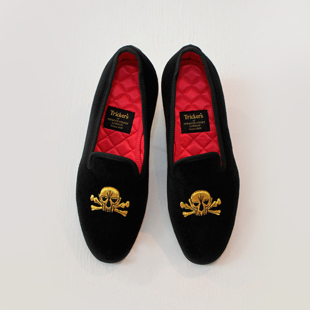 Tricker's / SLIPPER velvet black Gold Skull