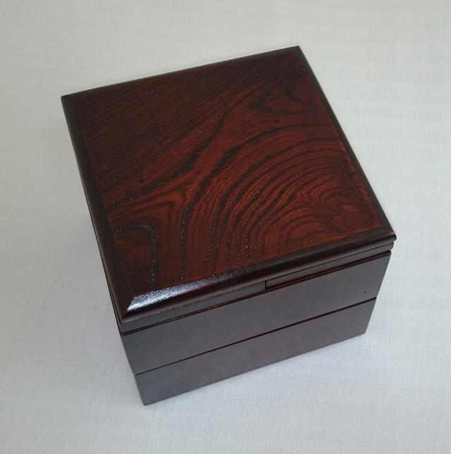 【送料無料】ケヤキの重箱 正方形 4枚の小皿付き 拭き漆仕上げ