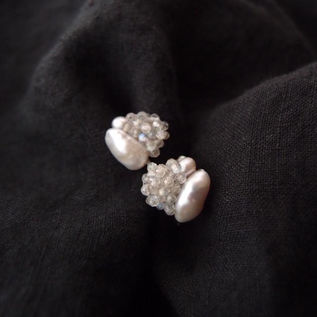 【天然石の刺繍イヤリング】labradorite × beans pearl