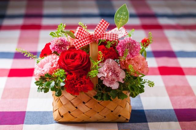 【母の日フラワーギフト・プレゼント】キャンディバスケット (ピンクアレンジメント)