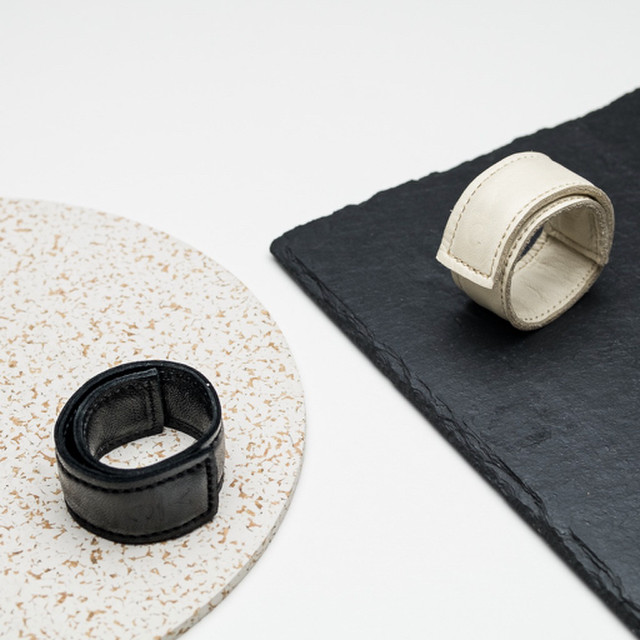 オリジナル レザースカーフ留め(Black&Natural) 単品