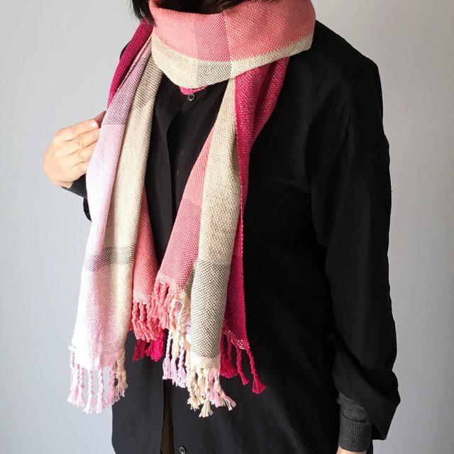 """【オールシーズン】ユニセックス:手織りストール """"Pink & Beige Mix"""""""