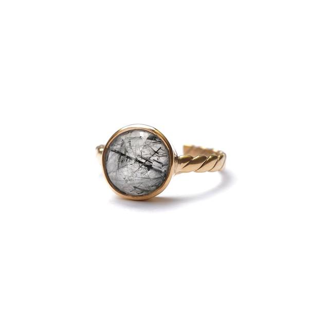CIRCLE STONE FLAT TWIST RING -Black rutile quartz-