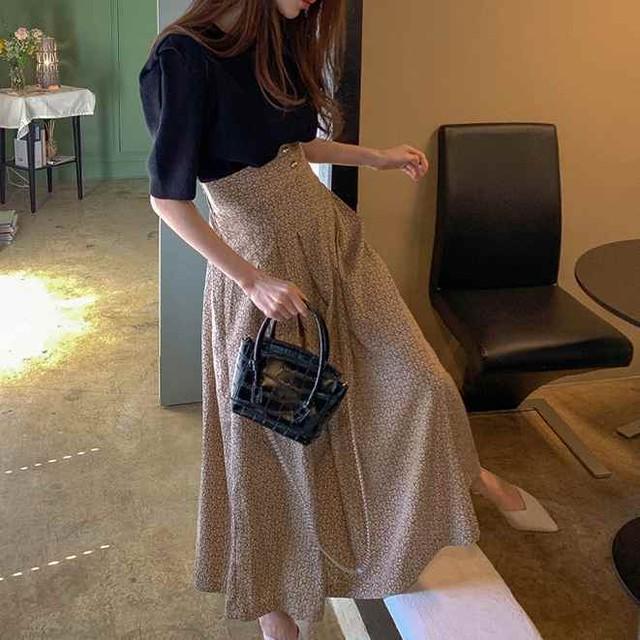 半袖ニット&花柄スカート