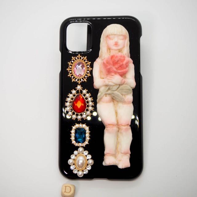 眠る人形のスマホカバー D iphone11用