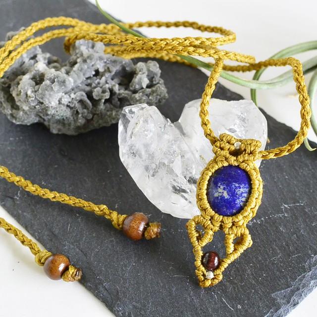 ラピスラズリ/ 深い夜の星の色 / 天然石マクラメ編みペンダント