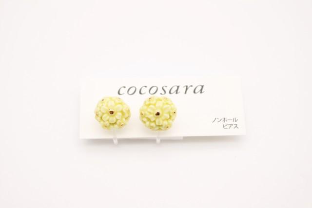 ノンホールピアス   flower 薄黄