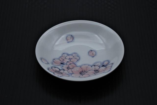 色絵王冠桜小皿