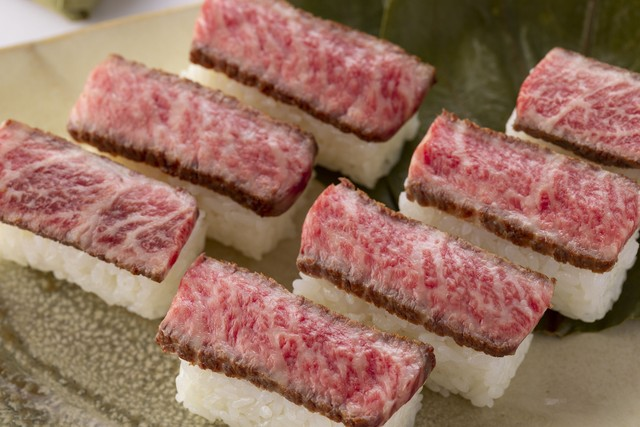 黒毛和牛稀少部位使用【特選】柿の葉肉寿司(7個入)1箱
