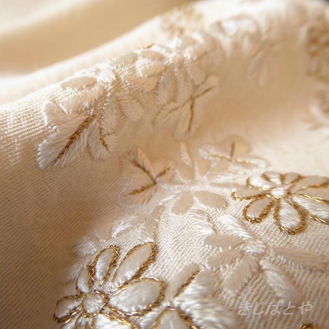 正絹 白地に小花の刺繍のはぎれ