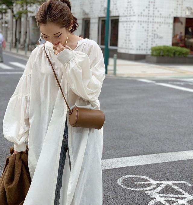 【予約】shirt gown onepiece / off white (10月中旬配送)
