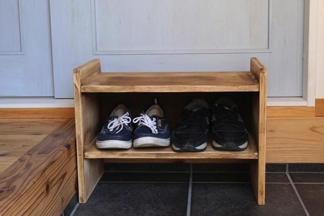 ★ 玄関の腰掛け・小型の靴箱 ★