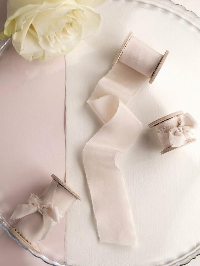 Light Taupe Silk Ribbon(手染め手裂きタイプ) ■木製スプール付 シルクリボン トープ
