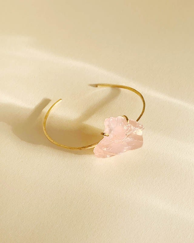 Rose quartz bangle  /  on the beach      OBH-003