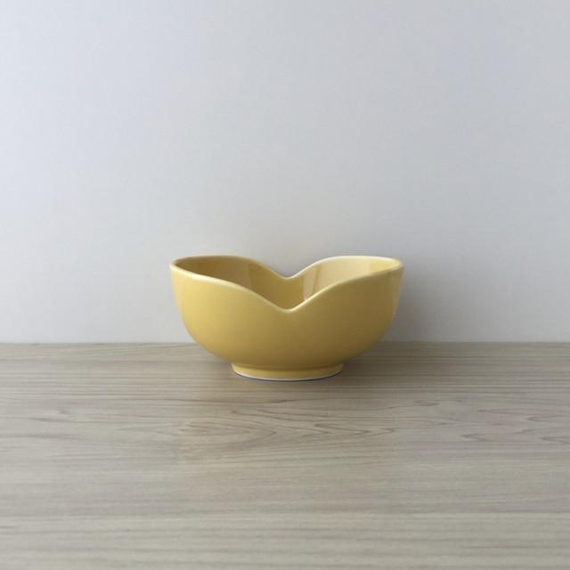 【有田焼】黄交趾釉 福まゆ型小鉢【在庫限り】