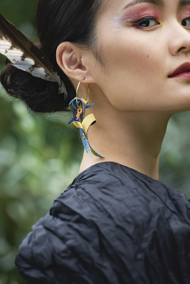 ARRO / Embroidery earing / claw / blue