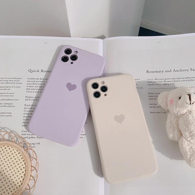 Light-colored petit heart iphone case