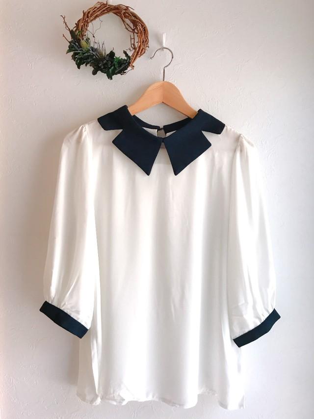 大きな変形襟の七分袖とろみ素材トップス ホワイト