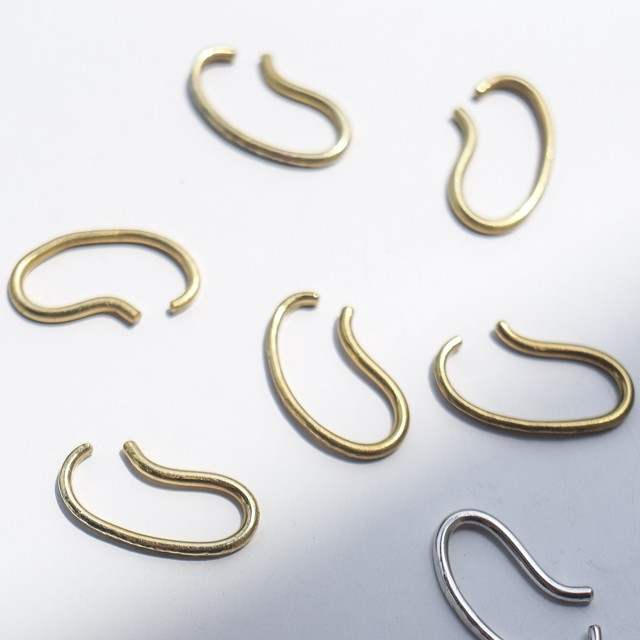 oval ear cuff (brass)