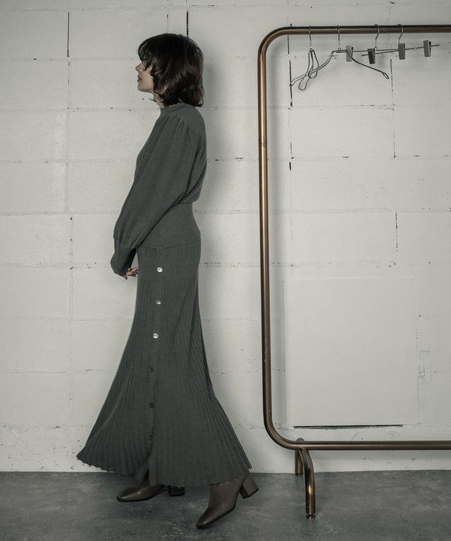 KNIT PLEATED SKIRT SET-UP (KAHKI)