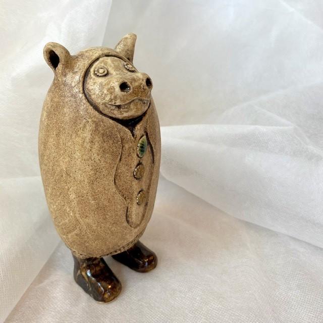 不思議な国の住人・カバくん / 陶人形オブジェ