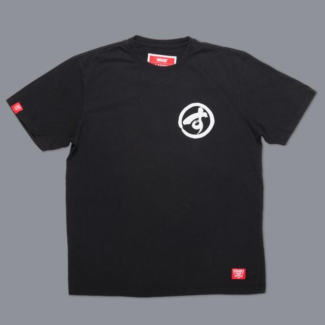 SCRAMBLE BRUSH LOGO TEE – ブラック|格闘技、柔術Tシャツ