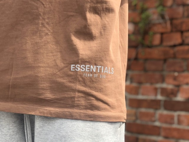 ESSENTIALS by FEAR OF GOD REFLECTIVE LOGO S/S TEE BROWN SMALL