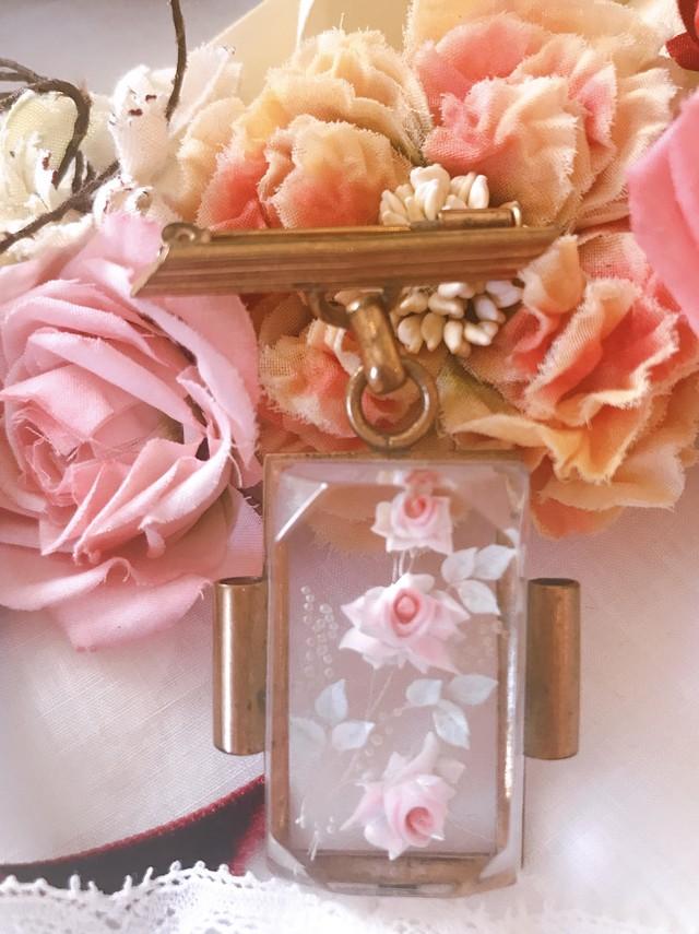 薔薇の可愛いブローチ 在庫1