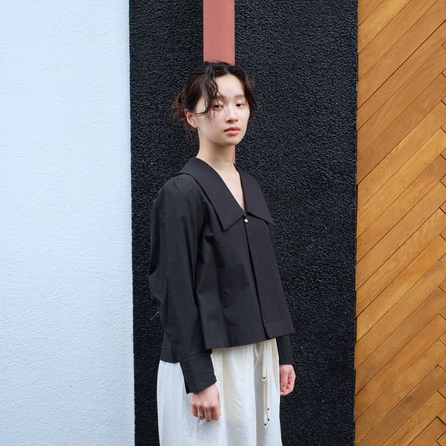 Sailor collar  blouse  [ Black ]