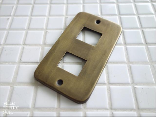 真鍮コンセントカバーDO スイッチカバー コンセントプレート スイッチプレート レトロ調 アンティーク調 無垢の真鍮 DIY