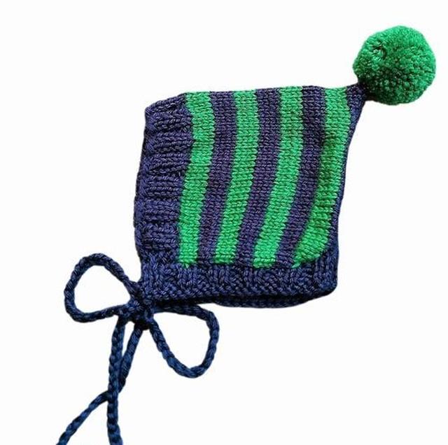 (予約オーダー:発送11月中旬)6か月~2歳 手編みボンネット帽 Navy,Emerald (Emeraldボンボン)