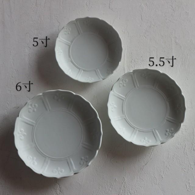 A001 輪花彫5寸皿 白磁マット