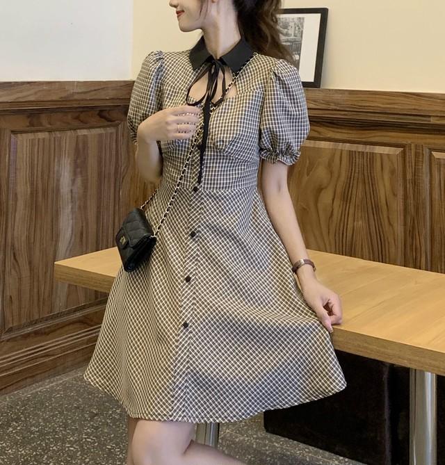 チェック柄 ワンピース ボウタイリボン スクエアネック パフ袖 POLO襟 薄手 ハイウエスト 半袖 韓国ファッション レディース 大人可愛い ガーリー フェミニン / Plaid puff sleeve thin dress (DTC-642980253820)