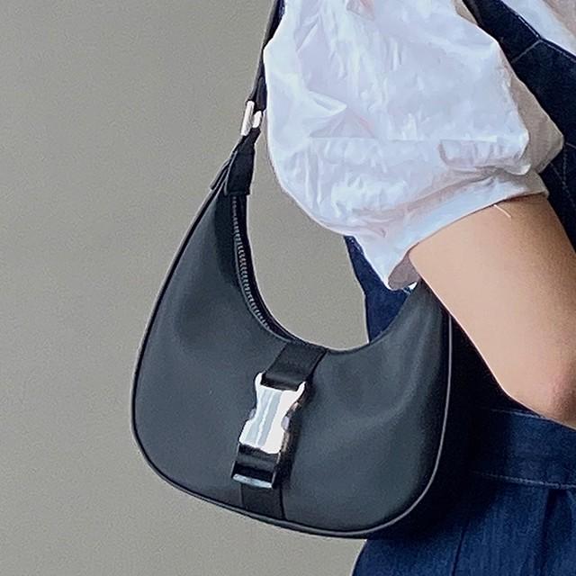 【バッグ】人気新作肩掛けファスナーナイロン無地金属飾りハンドバッグ49641172